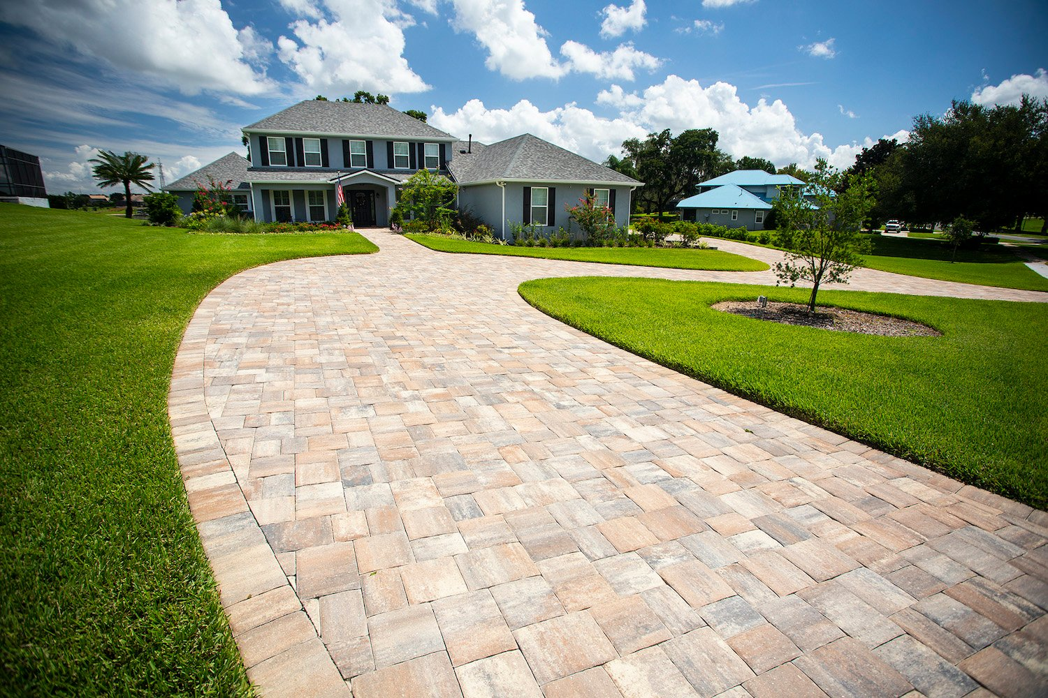 Driveway and walkway with pavers in Orlando