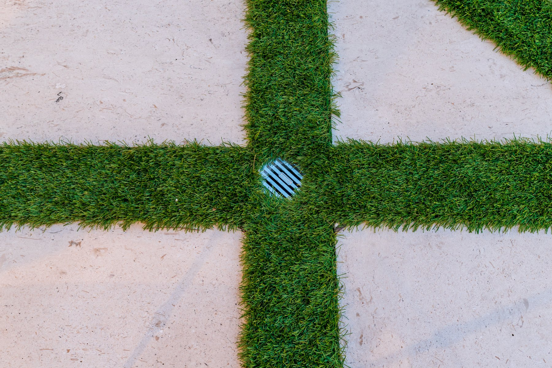 Drainage in artificial turf