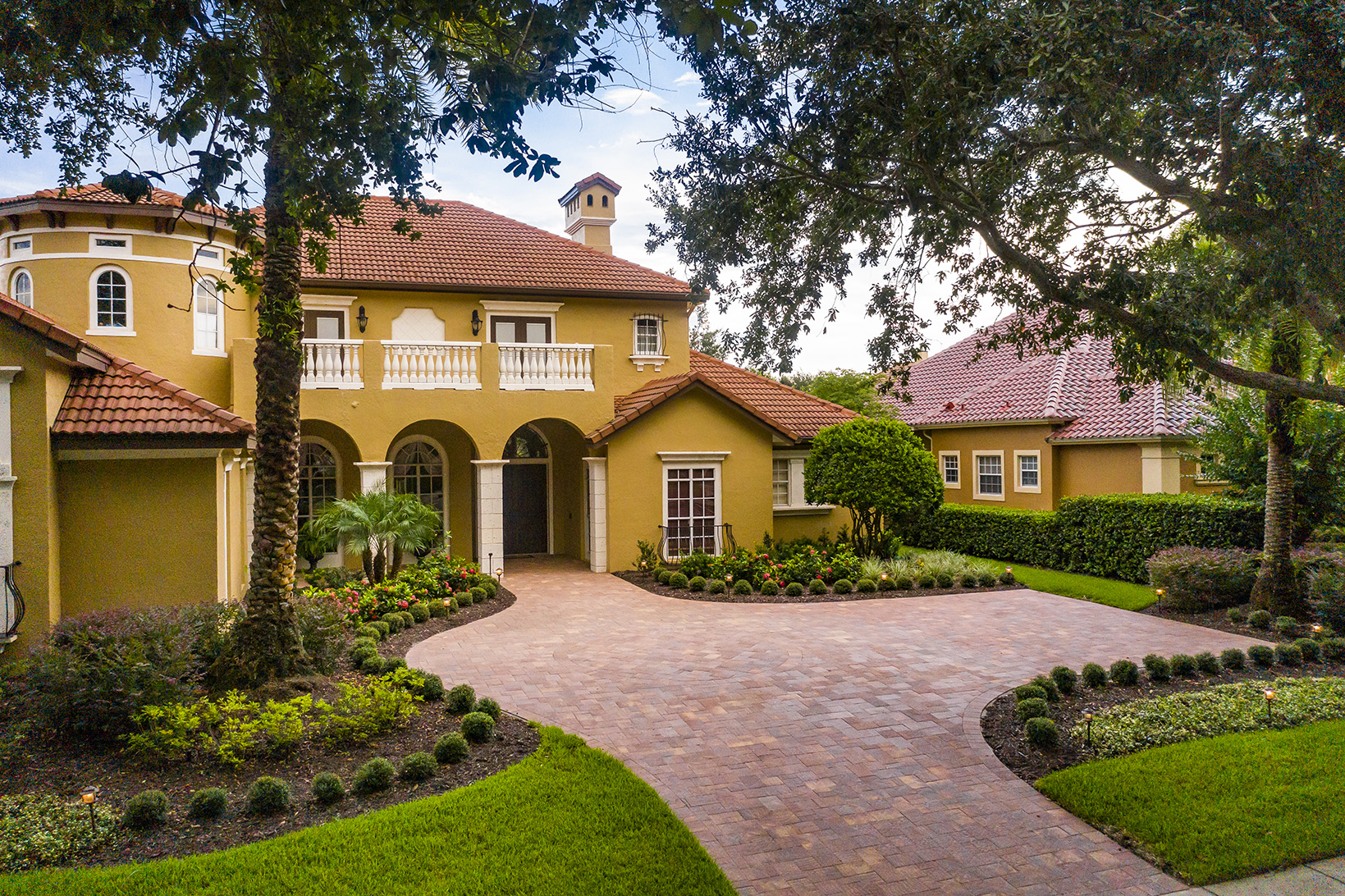 paver driveway and plantings in Florida