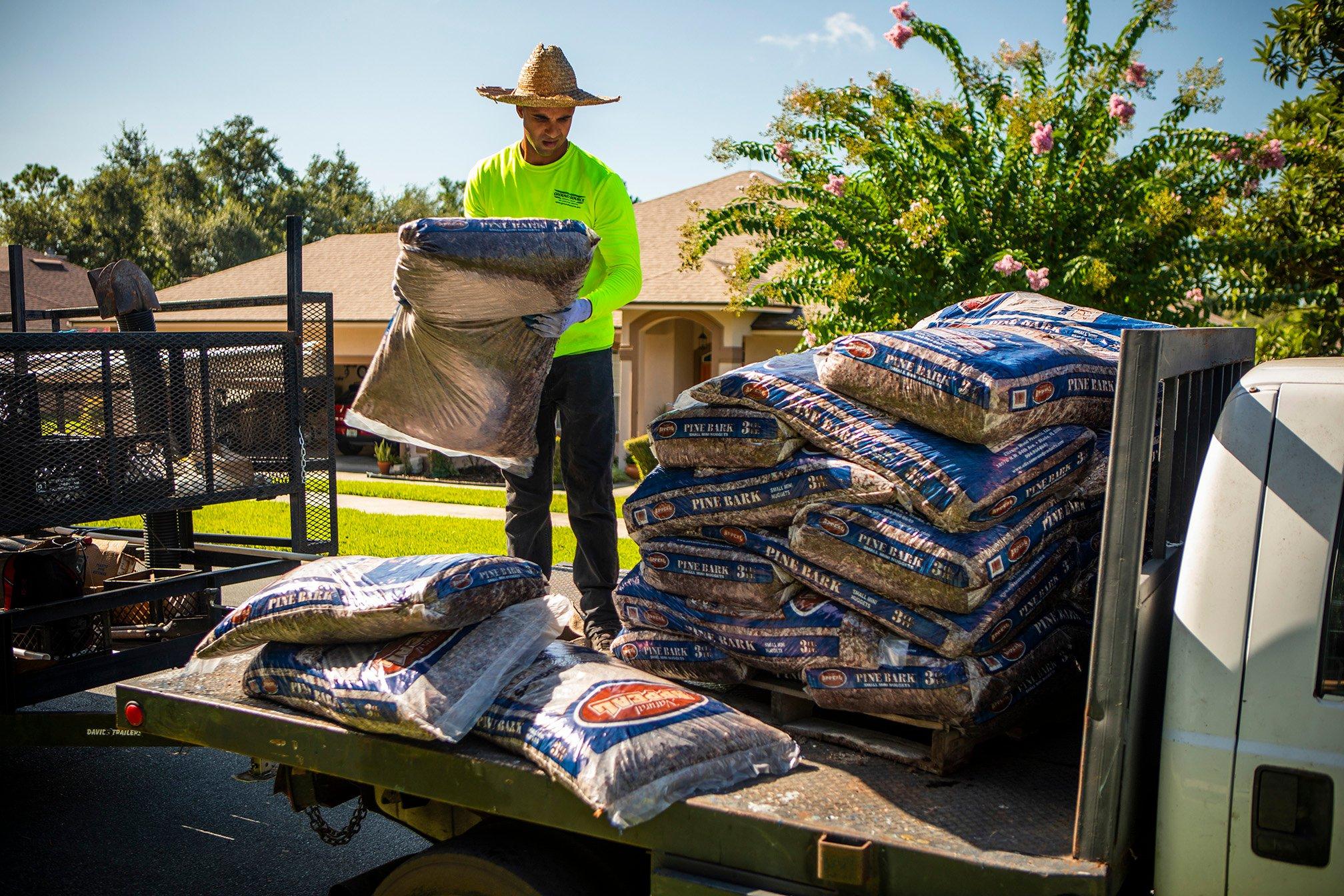 crew unloading mulch