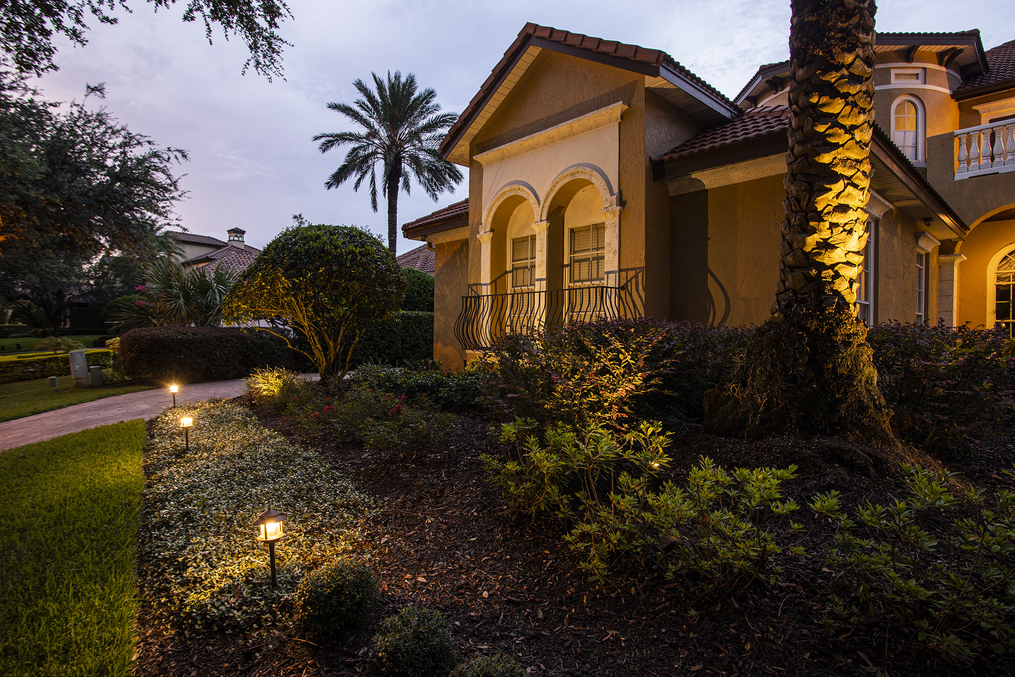 Landscape lighting for walkways, driveways and garden beds